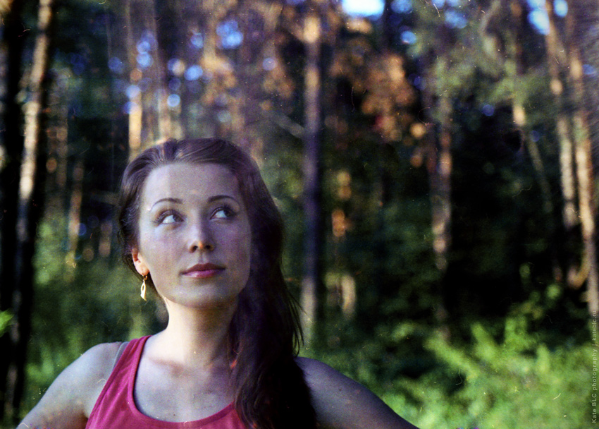 Зенит. Летняя фотосессия. Фотосессия в лесу. Девушка в лесу. Фотограф Катрин Белоцерковская.