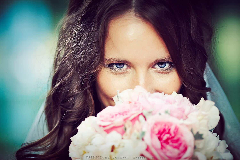 Портрет невесты, букет невесты. Заказать фотосессию в Москве. Фотограф Катрин Белоцерковская. Kate BLC