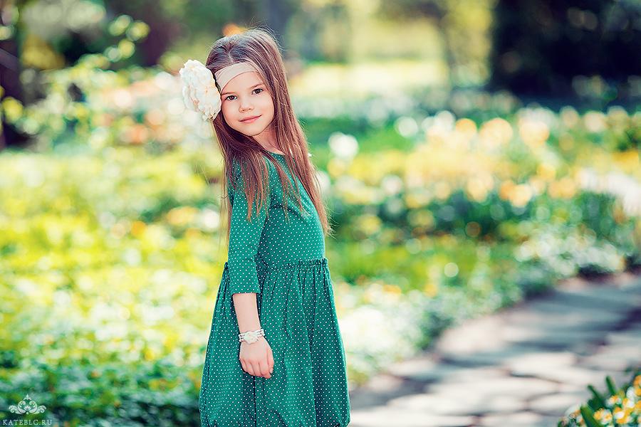 Весенняя детская фотосессия в парке. Детский фотограф в Москве.