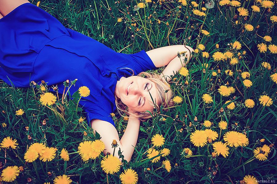 Одуванчиковая поляна. Портретная фотосессия