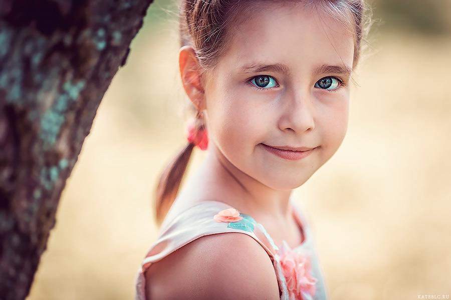 Портрет девочки. Семейная фотосессия в парке