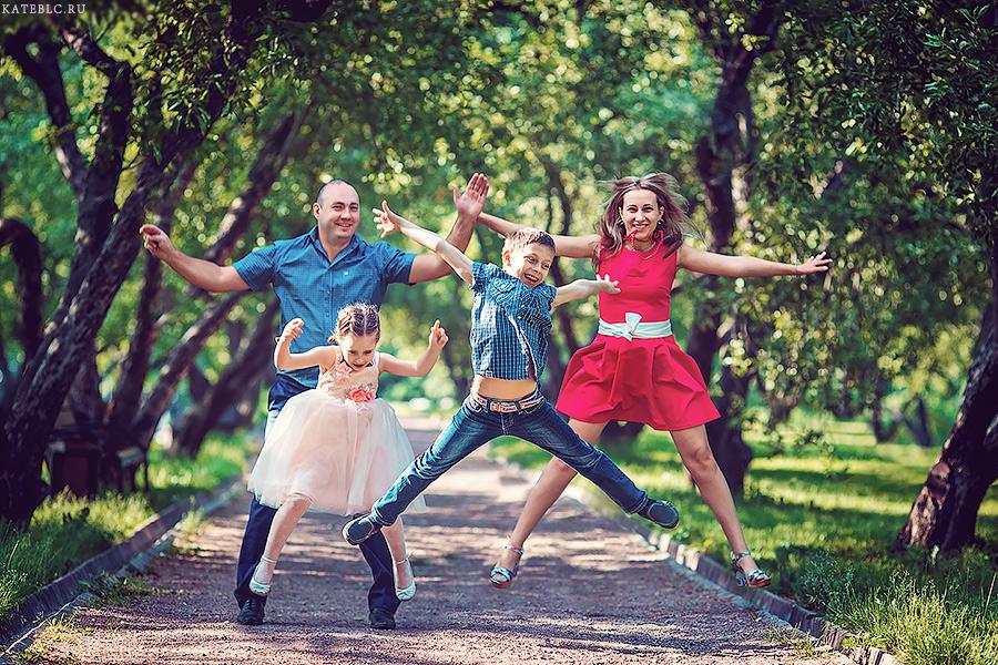 Веселая фотосессия для всей семьи. Семейный фотограф Москва