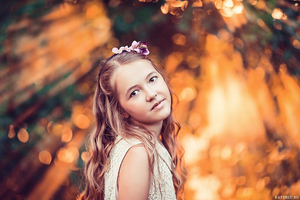 Фотосессия для девочки в парке. Профессиональные фотографии детей в Москве. Детский фотограф Катрин Белоцерковская