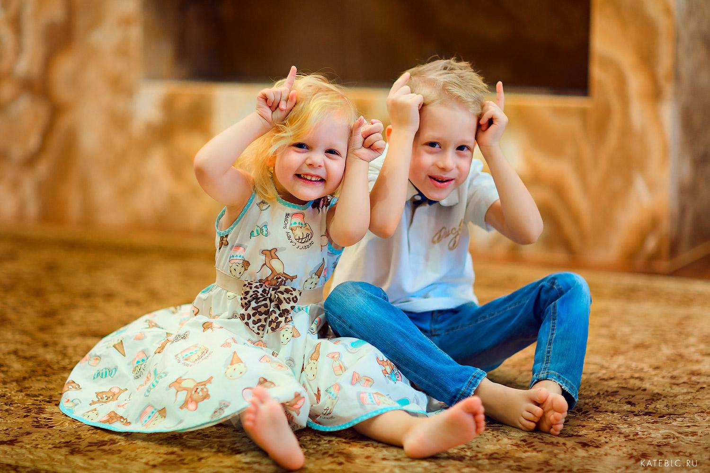 Фотосессия для семьи с тремя детьми в студии. Семейный фотограф в Москве