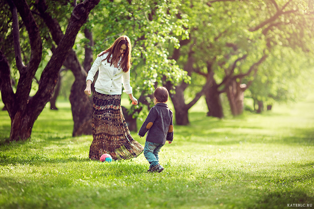 Семейная фотосессия на природе. Профессиональный фотограф