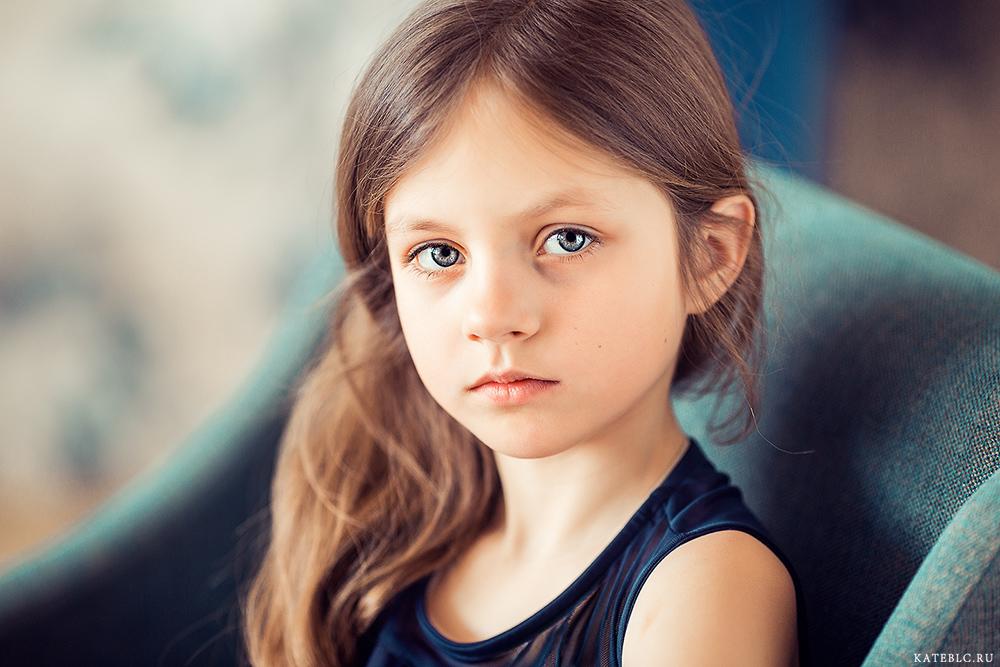Фотосессия для девочек 8 лет в студии. Профессиональный фотограф для детей
