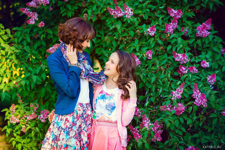 Фотосъемка цветени для мамы и дочки