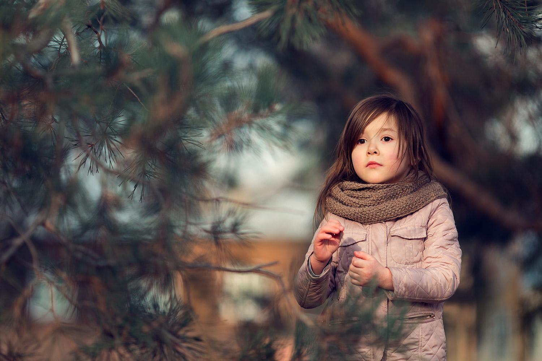 Портрет девочки на природе. Детский фотограф Катя Белоцерковская