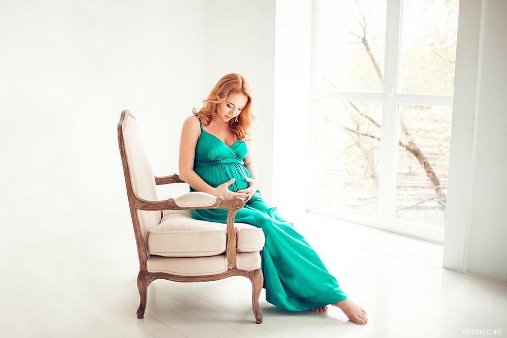 Фотография для беременной девушки в студии. заказать фотосъемку беременности