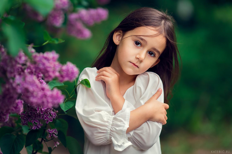 Фотосессия для девочек в студии и на природе