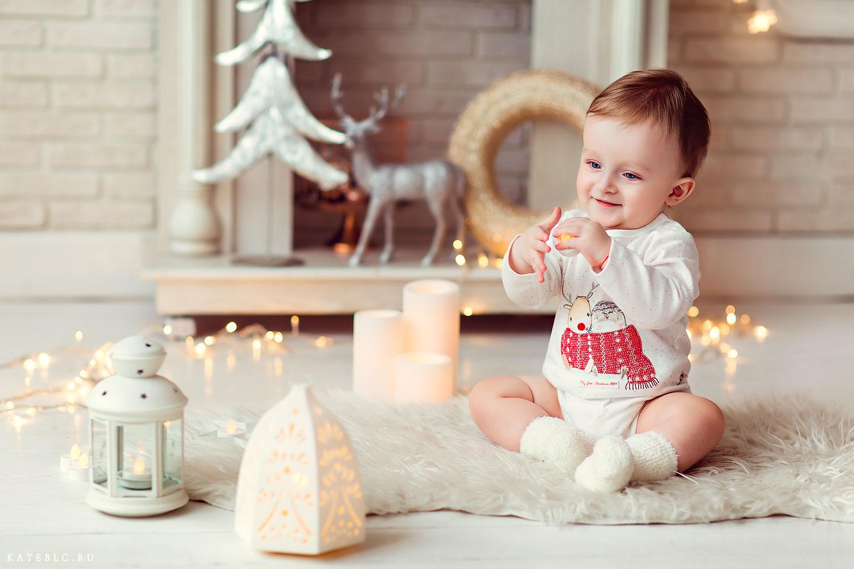 Мальчик у камина. Новогодняя фотоссъемка в Москве