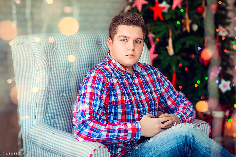 Новогодняя фотосессия для подростков в фотостудии