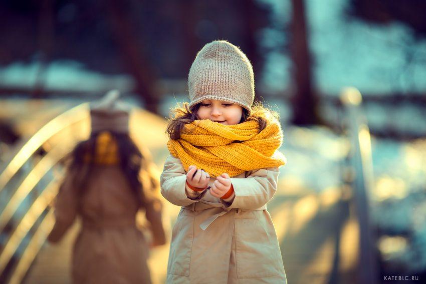 Фотосессия для девочек вечной в парке. Лучший семейный фотограф в Москве