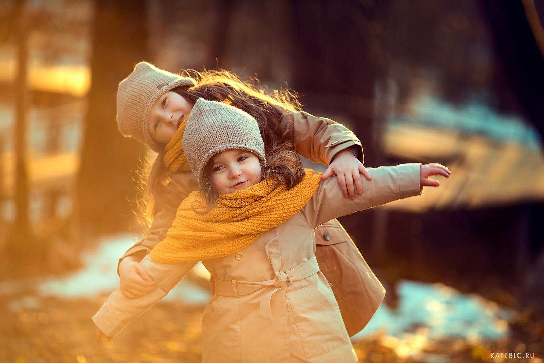 Заказать детскую фотосессию на природе весной. Семейный фотограф Москва Катрин Белоцерковская.