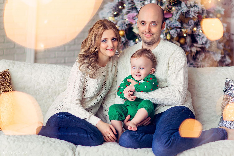 Семейная фотосессия на новый год в студии