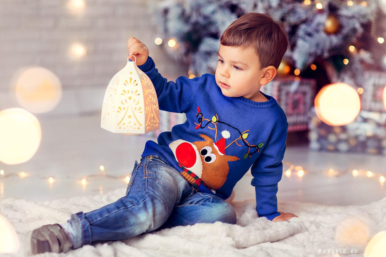 новогодняя фотосессия для мальчика. Детский фотограф в Москве Катя Белоцерковская