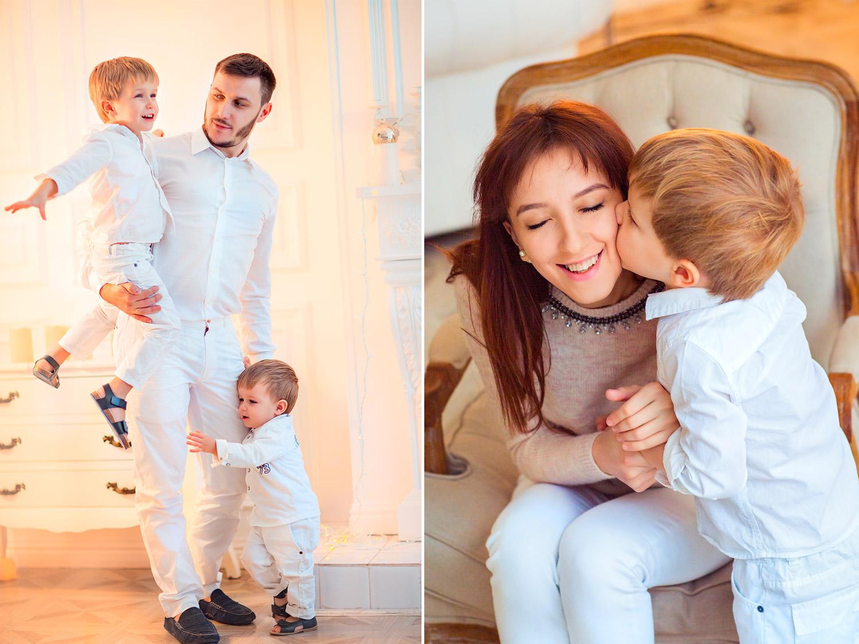 фотосессия с двумя сыновьями в новогодней студии