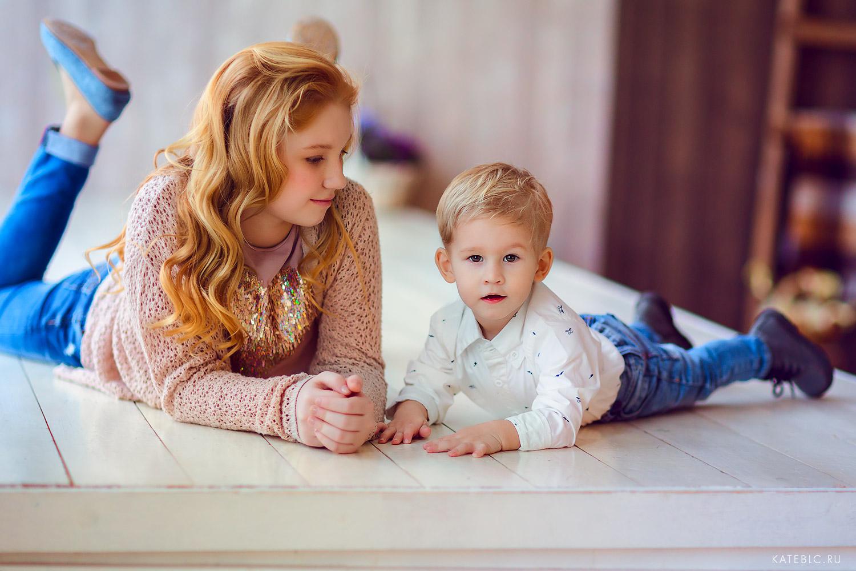 Брат и сестра. Фотосессия в студии. Детский и Семейный фотограф Катрин Белоцерковская