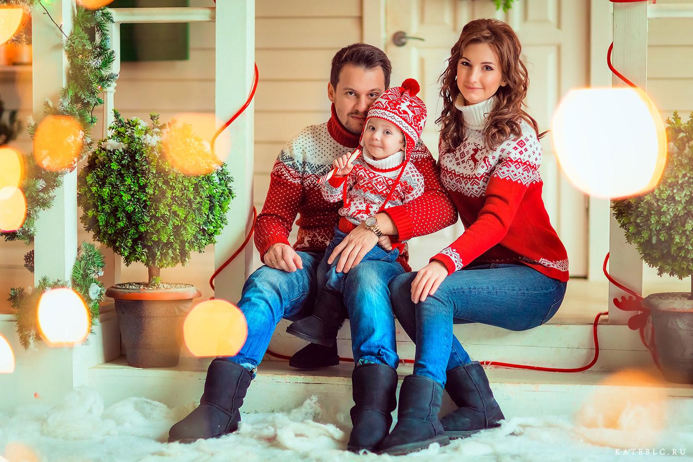 Новогодняя фотосессия для семьи в студии