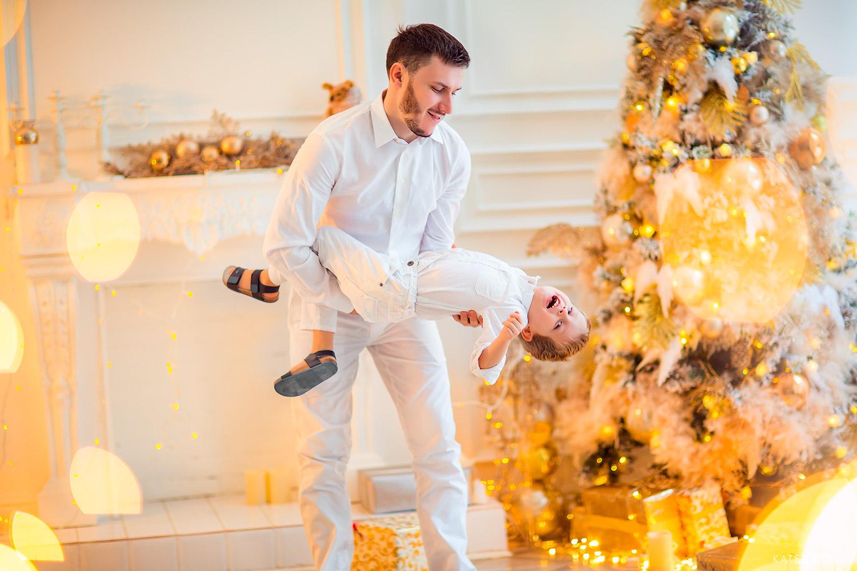 папа и сыно - новогодняя фотосессия в студии