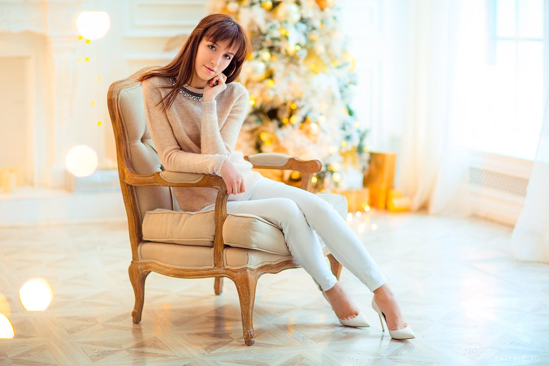 женский новогодний портрет в студии. Фотограф Катрин Белоцерковская. kateblc.ru