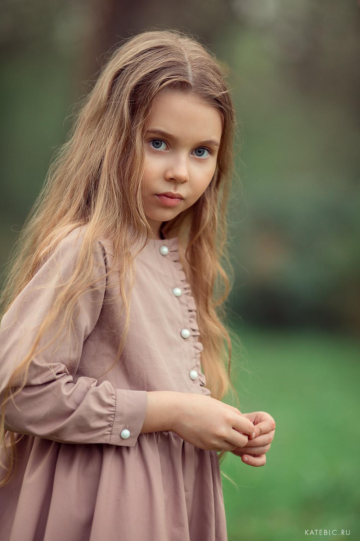 фотосъемка для девочки в парке. Фотограф на цветение в коломенском. семейная фотосессия