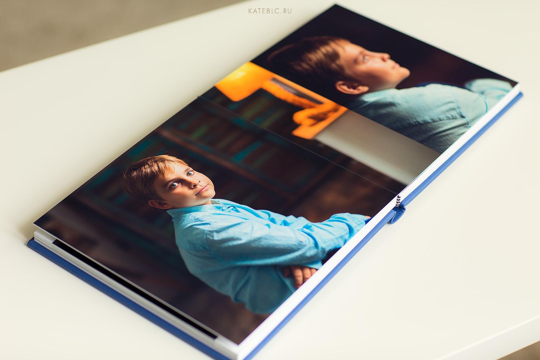 синяя фотокнига с кожаной обложкой