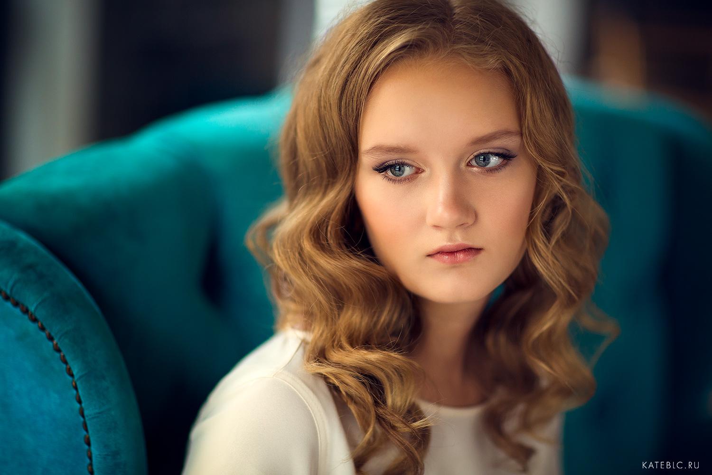 Портретная фотосессия для взрослой дочери. Фотосессия в подарок в студии