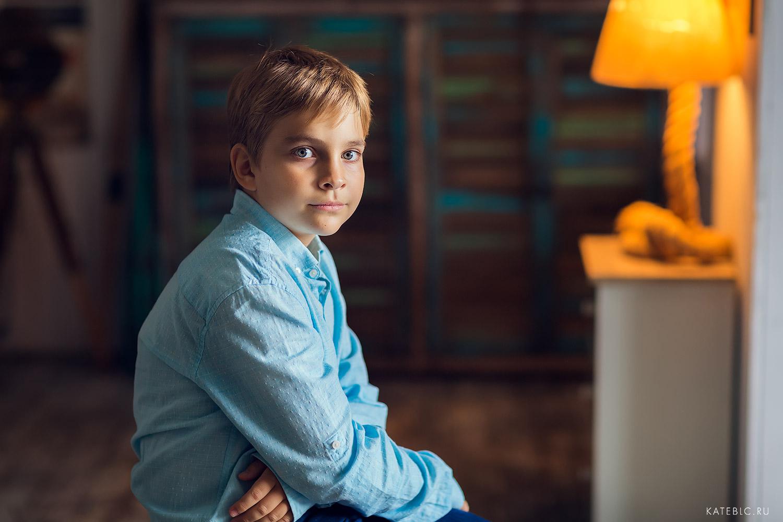 Портретная фотосессия в студии для мальчика. Детский и семейный фотограф Катрин Белоцерковская