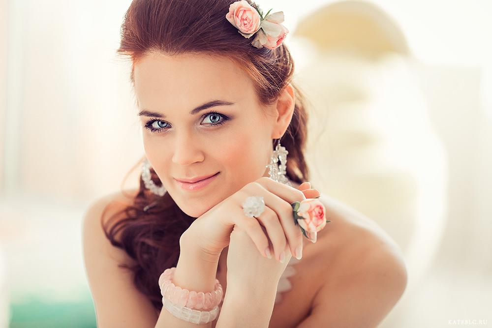 Портрет девушки в студии. Фотограф Катрин Белоцерковская kateblc.ru