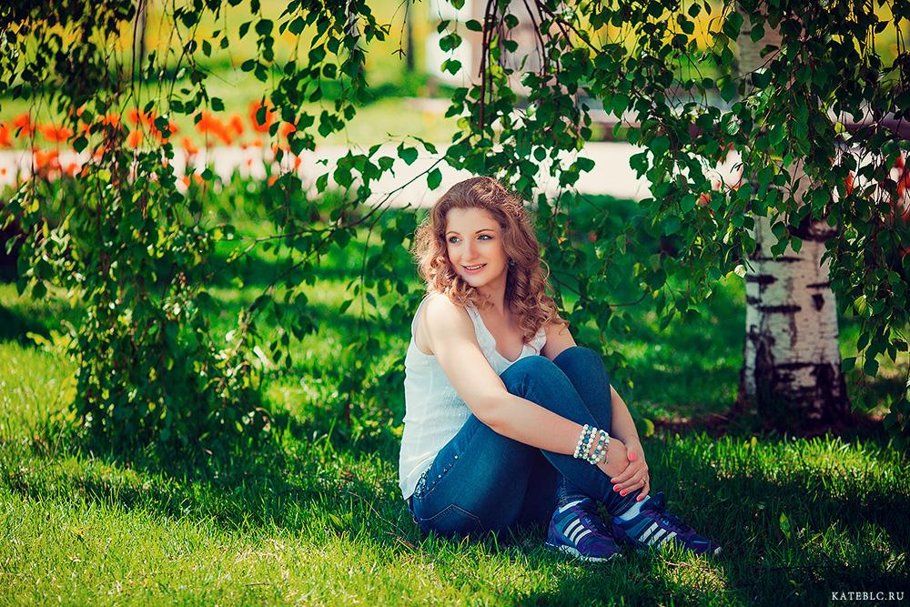 Фотосессия в парке на траве