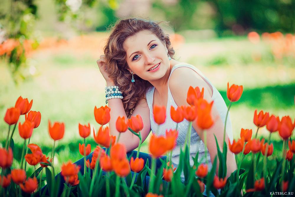 Портретная фотосессия для девушки с цветами