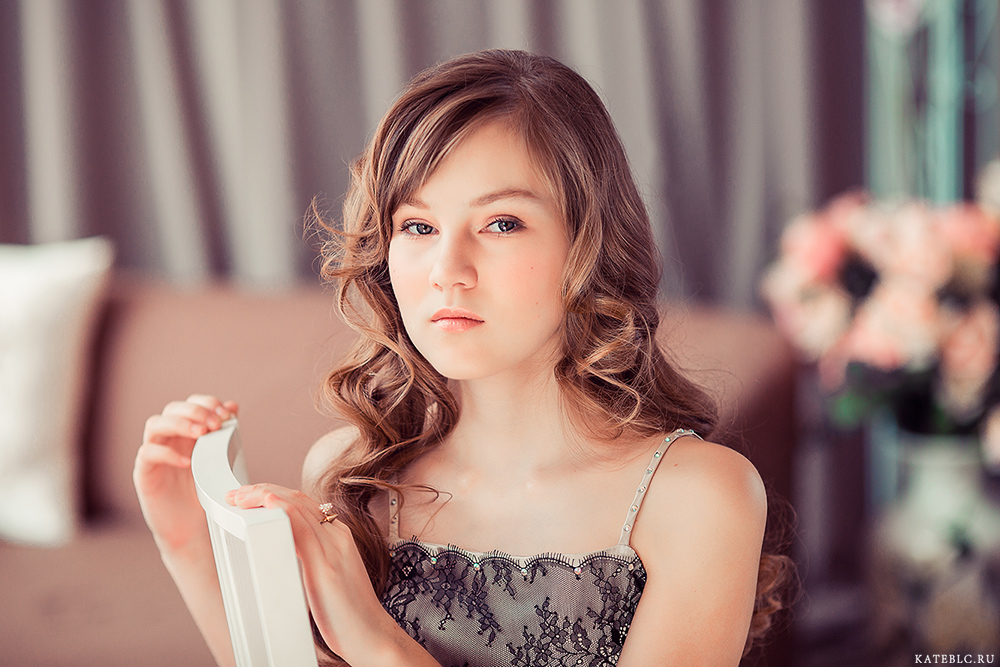 портрет девочки в студии. Фотограф Катрин Белоцерковская. Child photographer in Moscow
