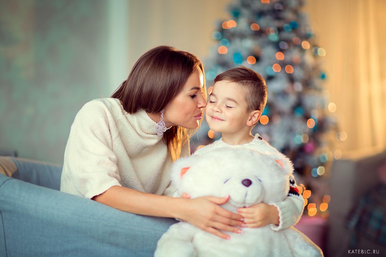 Семейная фотосессия для мамы с детьми. Домашняя фотосессия в Москве. Известный детский и семейный фотограф Катрин Белоцерковская