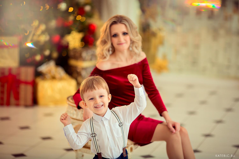 детский фотограф Катрин Белоцерковская. новогодняя фотосессия для семьи в фотостудии