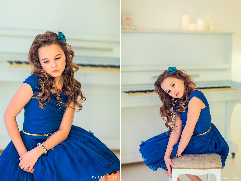 Девочка сидит на фоне фортепьяно. Детская фотосессия в Москве