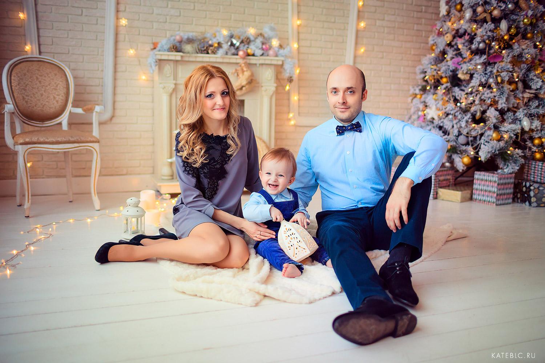 зимняя фотосъемка для семьи в студии