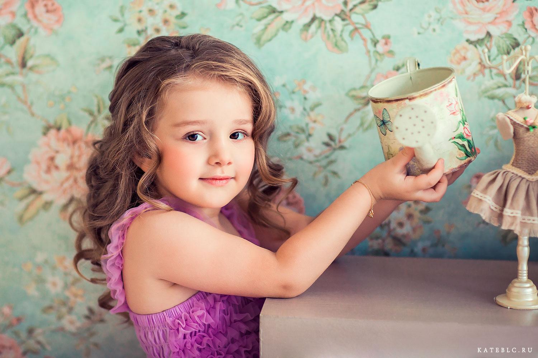 Портрет девочки в студии. Детский фотосессии в студии