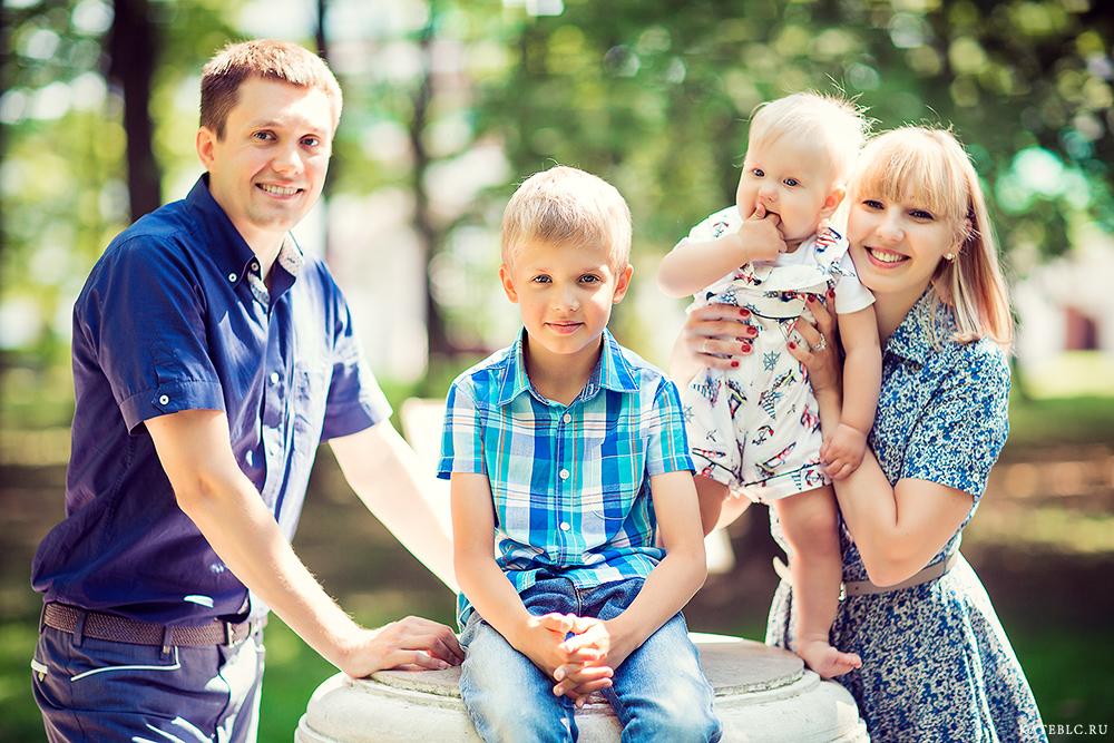 Семейный фотопортрет на природе