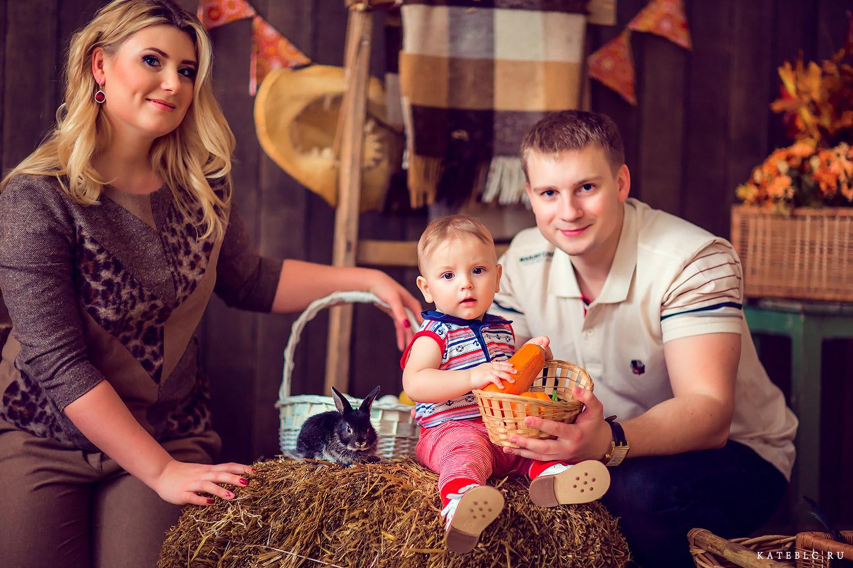 Семейная фотосессия с кроликом в  студии