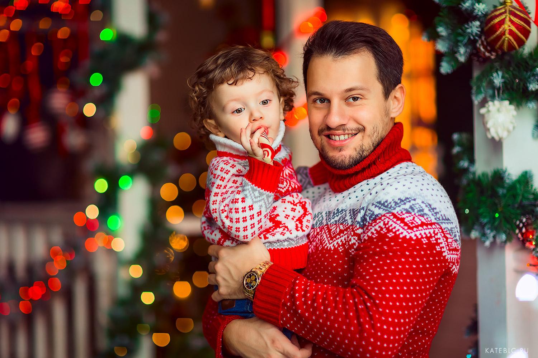 папа и сын - семейная фотосессия в студии