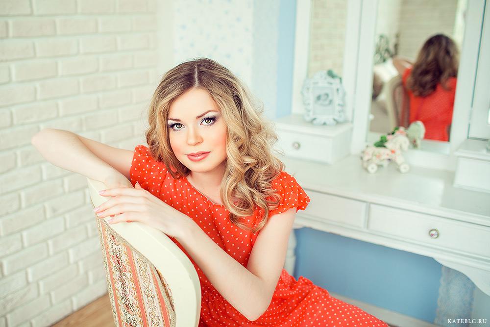 Фотосессия для девушки в студии. Фотограф Катрин Белоцерковская